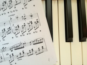 Пианино и ноты. Piano keys and sheet music